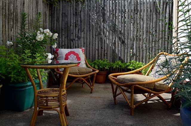 backyard lounge room