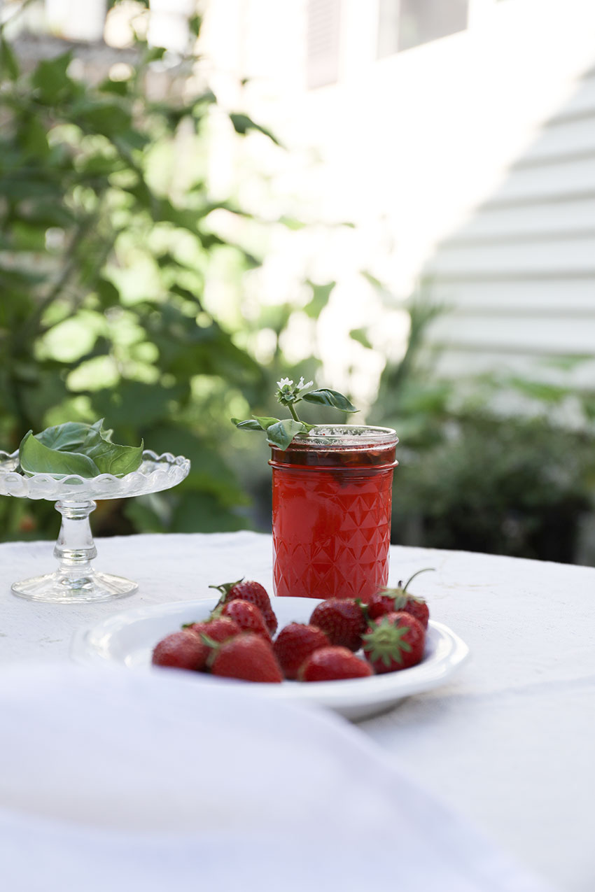 Strawberry basil lemonade | totallybydesign.com